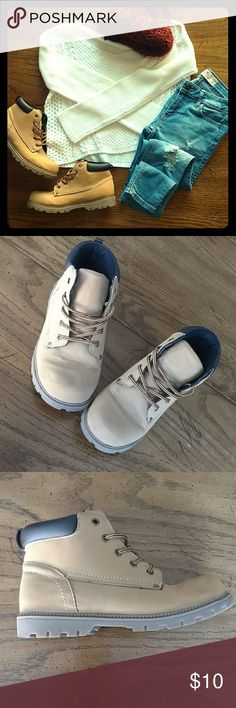 Barely worn hiking boots! 🎄❄️ These Timberline look alikes are so cute and fashionable for a fraction of the price!  Super stylish and fun for the winter!  I love them just have so many boots that look identical to them!  These are a little boys 4 so they fit like a woman's 6 :)  Shop the other items/similar items in this flat-lay in my closet!  Always open to offers!  Bundle and save! Shoes Winter & Rain Boots