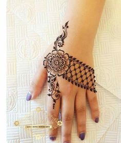 32 Stunning Back Hand Henna Designs to Captivate Mehndi Lovers Henna Hand Designs, Mehndi Designs Finger, Mehndi Design Photos, Mehndi Designs For Fingers, Mehndi Art Designs, Latest Mehndi Designs, Mehndi Tattoo, Henna Ink, Henna Tattoo Designs Simple