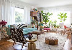 Esta es mi casa! Acentos dorados nada mas que poner los sillones en blanco suuuuper cozzy y el verde de las plantas, una silla acapulco en color rosa con su faux fur blanca o café y listo!!!