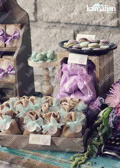 www.kamalion.com.mx - Mesa de Dulces / Candy Bar / Postres / Evento / Menta & Morado / Mint & Purple / Rustic Decor / Dulces / Vintage / Madera / Lecheros / Maletas / Bautizo / It's a gril / Macaroons / Cake pops / Burlap / Yute.