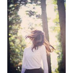【kyaa_ym】さんのInstagramをピンしています。 《. .落ち着こう #森 #自然 #葉 #光 #緑 #木 #ポートレート #撮影会 #カメラ女子 #ポートレート女子 #ロングヘア #icu_japan #photo #portrait #girl #autumn #nature #instagram #instajapan #instagood #instaphoto #indies_gram #team_jp_ #team_jp_東_ #photoofthedays #jp_photography #akita #as_archive #一眼レフ #単焦点》