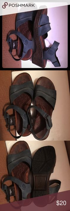 BORN - leather comfortable walking sandal !!! This pair is a super comfortable BORN sandal and is 100% leather upper made in Mexico, The Velcro closure makes for easy on and off. Used only once during a trip to Phuket Thailand, and they didn't give me any blisters. The size is US 7 / EURO 38 based on the shoes inner size indication. Born Shoes Sandals