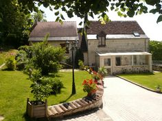 Bed and Breakfast in Crissay sur Manse, one of the most beautiful village of France. Come to stay in the Loire vallay near Azay-le-Rideau and its famous castle, Chinon with its royal stronghold.