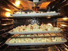 CINCO: Poppycock- A Kline Tradition! Butter Toffee Popcorn Recipe, Popcorn Recipes, Caramel Corn, Lemon Bars, Good Food, Fun Food, Favorite Recipes, Traditional, Sweet