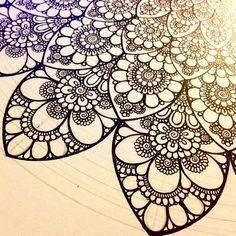 #Daily__Art #мандала #графика #орнамент #узор #graphic #art #edding1880 #mandala #ornament #pattern #drawing #рисунок #zentangle #зентангл #dotwork #sketchbook #sketch #paint #instagood #drawing #artwork #tattooart #tattoo #henna #fabercastell | par Gromova_Ksenya