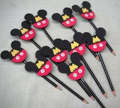 Decoração Mickey: mais de 50 ideias – Inspire sua Festa ® Baby Mickey, Theme Mickey, Mickey E Minie, Fiesta Mickey Mouse, Mickey Mouse Bday, Mickey Mouse Clubhouse Birthday, Mickey Mouse Parties, Mickey Party, Mickey Mouse Birthday