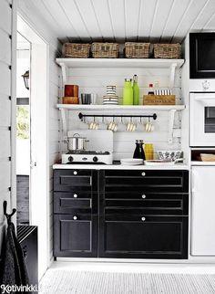 Garderobe Design, Scandi Living, Garage Guest House, Unique Cottages, Cottage Garden Design, Ideas Geniales, Cottage Interiors, Cottage Style, Cool Kitchens