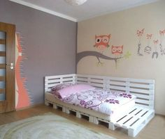 wood pallet bed for a teenage girl bedroom