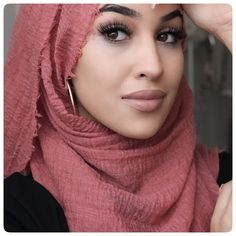 """86 Likes, 2 Comments - Haya (@hayabia) on Instagram: """"Rocking her hijab as her crown ♛ ✨💖 get inspired by the fabulous @asiyemx ♥️. Tap for deets!💫 👆🏽. .…"""""""