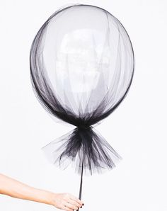 Party Inspiration for Kids Clear balloons and a swath of tulle make for sophisticated (and dead simple) Halloween decorations.Clear balloons and a swath of tulle make for sophisticated (and dead simple) Halloween decorations. Grad Parties, Birthday Parties, Summer Parties, Classy Birthday Party, 30th Birthday Themes, Bachelor Parties, Mouse Parties, Deco Ballon, Clear Balloons