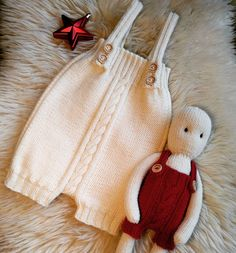 ideas for crochet baby pants pattern daughters Easy Baby Knitting Patterns, Baby Clothes Patterns, Christmas Knitting Patterns, Easy Knitting, Crochet Baby Pants, Crochet Baby Bonnet, Knitted Baby Clothes, Knitted Hats, Baby Knits
