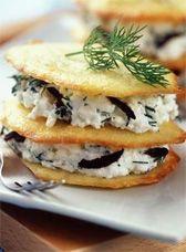 Tuiles de parmesan aux fromage blanc et olives noires
