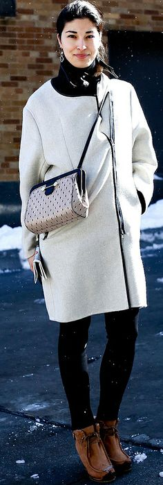 Snowy-chic outfits perfect for Winter (like this one spotted on Carolina Issa)
