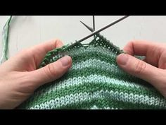 Knitted Hats, Knit Crochet, Stitch, Knitting, Walking, Tips, Youtube, Shoes, Fashion