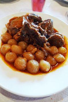 Το μυστικό γι αυτό το φαγητό είναι το αγριογούρουνο να είναι κυριολεκτικά αγριογούρουνο. Την πρώτη φορά που πήγαμε στη Κτιμένη, την εποχ... Pastry Recipes, Meat Recipes, Cooking Recipes, Healthy Recipes, Recipies, Mediterranean Recipes, Greek Recipes, Recipe Collection, I Foods
