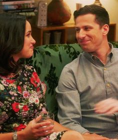 by t about Brooklyn Nine-Nine, Season 05 Episode 07 Series Movies, Tv Series, Watch Brooklyn Nine Nine, Tv Show Couples, Jake And Amy, Jake Peralta, Andy Samberg, Cinema, Cute Celebrities