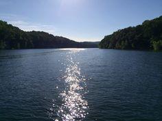 ¿Cuándo puede ir?  Hace buen tiempo en el verano. El lago mucho ocupado en junio, julio, y agosto. ¡Lleva su traje de baño y gafas de sol porque hay mucho sol!  No trae su impermeable porque hay no lluvia.  ¡Es el tiempo perfecto!