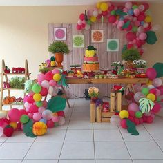 "4,058 Me gusta, 26 comentarios - Decor&Festa - Mari Mangione/SP (@decorefesta) en Instagram: ""Linda Inspiração de festa Tutti Frutti por @siegridpiders Via @catalogodefestas . .…"" 1st Birthday Themes Girl, 2nd Birthday Parties, Birthday Balloons, Birthday Party Decorations, Party Themes, Party Ideas, Party Rock, Tropical Party, Colorful Party"