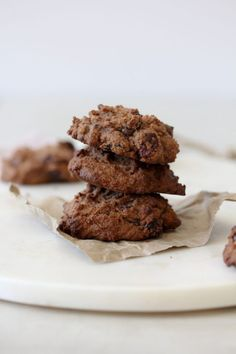 These Grain-Free Cherry Chocolate Cookies from the Whole Smiths will knock your socks off. A wholesome easy-to-make snack that's perfect to pack on-the-go. Best Paleo Recipes, Healthy Summer Recipes, Summer Snacks, Kid Recipes, Flour Recipes, Whole30 Recipes, Healthy Desserts, Free Recipes, Chocolate Cherry Cookies