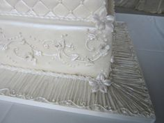 A beautiful cake needs an exquisite board for a polished professional finish.  Satin ribbon around the edges of the board complete the look.