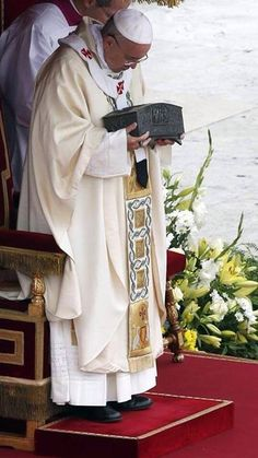 Pope Francis holding the bones of St Peter