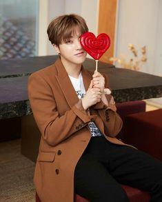 What a cutie 😭😭 Kim Jinhwan, Chanwoo Ikon, Yg Entertainment, Bobby, Rapper, Ikon Member, Koo Jun Hoe, Ikon Kpop, Ikon Debut