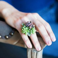 A living ring made from succulent plants. Divine.