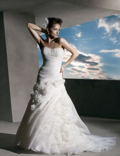 Fancy A-line sleeveless organza wedding dress