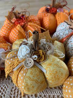 Thanksgiving Crafts, Thanksgiving Decorations, Fall Crafts, Halloween Crafts, Decor Crafts, Fabric Pumpkins, Fall Pumpkins, Fall Sewing, Fall Quilts
