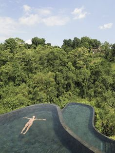 Ubud Hanging Gardens The infinity swimming pool at Ubud Hanging Gardens is perched over a rainforest in Bali. The pool stands on 2 levels surrounded by sun beds.