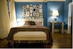 Sex and the City Bedroom. Blue walls are supposed to be inspirational. makes sense Carrie Bradshaw had it that color. -> paint head wall that colour Home, Apartment Interior, City Bedroom, Apartment Interior Design, Blue Bedroom Decor, Apartment Makeover, Apartment Decor, Carrie Bradshaw Apartment, Interior Design Bedroom