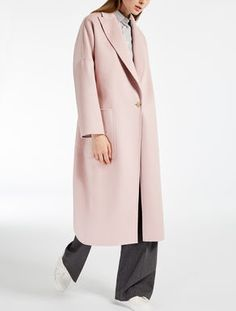 MaxMara, 2018 / RUBIERA / Coat in hand-stitched double pure cashmere with peak lapels, low set-in kimono sleeves and patch pockets. Oversized model with martingale and wide central slit at the back. Cashmere Coat, Max Mara, Fashion 2017, Parka, Duster Coat, Autumn Fashion, Kimono, Pure Products, Elegant