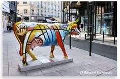 N° 32 - Larry's Cow - place des Grands Hommes Artiste Laurent Bastide - Propriétaire Cultura