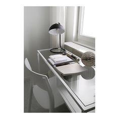 Kisande och med ena ögat stängt hälsar jag trött God morgon. Tror jag fick till stavningen.. Bild från gårdagens styling med @annainredare, för @widerlovinredare och @widerlovco #lovisualisera #skrivbord #vittsjö #lagerhaushomie #lagerhaus #desk #deskview #arbetsplats