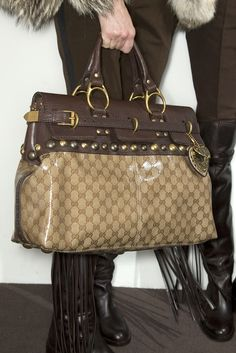 Gucci Handbags online store for Gucci Purse New… Gucci Purses, Gucci Handbags, Fashion Handbags, Purses And Handbags, Fashion Bags, Cheap Handbags, Estilo Glamour, Zapatos Shoes, Cute Bags