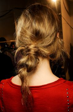 LE FASHION BLOG BEAUTY POST BACKSTAGE BEAUTY MARNI SS SPRING SUMMER 2013 MESSY LOW BUN KNOTS NO FUSS PULL THROUGH 3