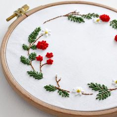 Cushion Embroidery, Hand Embroidery Videos, Embroidery Flowers Pattern, Embroidery Works, Simple Embroidery, Hand Embroidery Stitches, Hand Embroidery Designs, Embroidery Techniques, Ribbon Embroidery