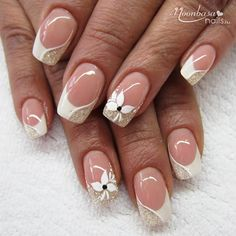 Beautiful french nails with white and gold Nails design White Tip Nail Designs, French Nail Designs, Acrylic Nail Designs, Sparkle Nail Designs, Acrylic Nails, French Nail Art, French Tip Nails, White French Nails, French Polish