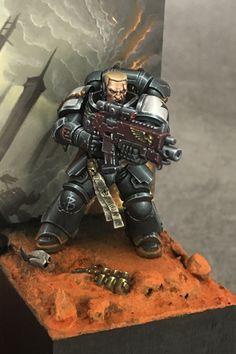 Focus on Primaris sergeant. Warhammer 40k Miniatures, Sci Fi Miniatures, Warhammer 40k Figures, Warhammer Paint, Warhammer Models, Warhammer 40000, Miniature Figurines, Transformers Art, Mini Paintings