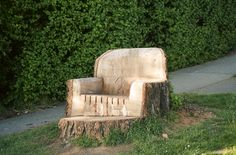 I'm certain a lot of you have random tree trunks in your yard, awaiting excavation maybe? Why not take a chainsaw and sander to that stump and turn it into a chair? Kind of a neat idea! Don't forget the cute bonus foot rest. Outdoor Fun, Outdoor Spaces, Outdoor Living, Outdoor Seating, Dream Garden, Home And Garden, Tree Trunks, Outdoor Projects, Wood Projects