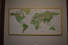 Harta lumii cu PIN dimensiune 50x100 cm , este o harta a oamenilor pasionati de calatorii. Cand se intorc acestia isi pot introduce un pin in harta si se pot gandi la urmatoarea calatorie. #hartalumii #harta #hartacupin   #worldmap #worldmapposter