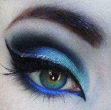 blue eye makeup love her hair and makeup. Eye makeup so pretty Makeup Art, Makeup Tips, Hair Makeup, Makeup Ideas, Witch Makeup, Halloween Makeup, Beautiful Eye Makeup, Beautiful Eyes, Amazing Makeup
