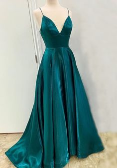 Simple Prom Dress, Cute Prom Dresses, Prom Outfits, Gala Dresses, Pretty Dresses, Evening Dresses, Bridesmaid Dresses, Beautiful Dresses, Formal Dresses