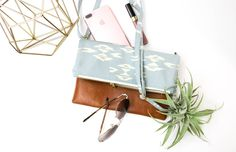 The Claire Fold-over Clutch with cross-body strap is my very first bag pattern release. 'Talk about all the feelings right now! There is so much to say about this bag, both in it's f…
