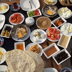 From the full Turkish breakfast spread to excellent pancakes, we chose the best places to brunch with a great sea view in Istanbul. Turkish Breakfast, Breakfast Plate, Eat Breakfast, Breakfast Recipes, Turkish Tea, Breakfast Ideas, Israeli Breakfast, Turkish Kitchen, Breakfast Around The World