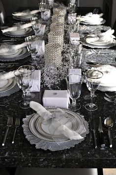 Beautiful And Sparkling New Year Table tablescapes for New Years Eve celebrations inside. Christmas Table Settings, Christmas Tablescapes, Wedding Table Settings, Holiday Tables, Thanksgiving Table, Place Settings, Party Table Decorations, New Years Decorations, Decoration Table