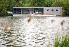 {BLACK. WHITE. YELLOW.}: Fantastic Houseboat