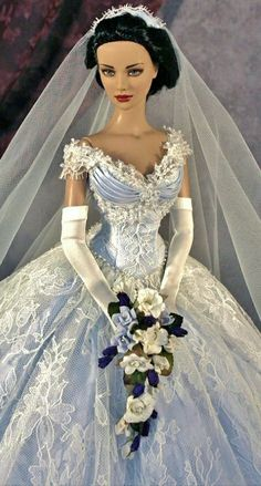 Prego: Blue, from the long distant past >> Barbie Bridal, Barbie Wedding Dress, Wedding Doll, Barbie Gowns, Barbie Dress, Barbie Clothes, Bridal Dresses, Barbie E Ken, Barbie Mode
