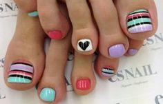 Diseños para uñas de los pies, Diseño de uñas de los pies juvenil. Clic Follow,  #uñasbonitas #instanails #uñassencillas