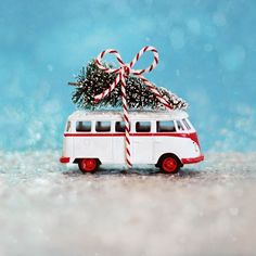 up trees in winter wonderland. This miniature toy version of the Volkswagen with a Christmas tree on its roof would make for a great gift.Picking up trees in winter wonderland. This miniature toy version of the Volkswagen with a Christmas tree on its Christmas Picks, Christmas Town, Christmas Lights, Christmas Ornaments, Photoshop Design, Volkswagen, Winter Crafts For Toddlers, Toy Trees, Miniature Cars